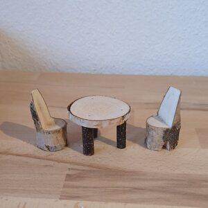 Holzblock Tisch mit Stuhl